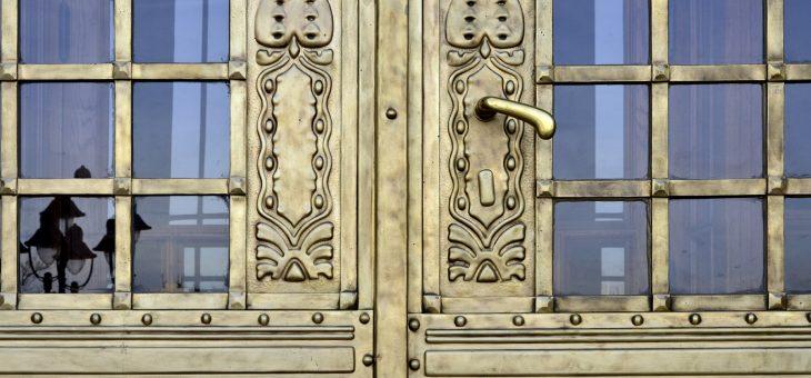 Budapesti Műszaki Egyetem K épület főbejárati portálok felújítása